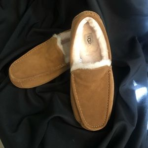UGG Ascot Leather Upper Plush Wool Lining Slippers
